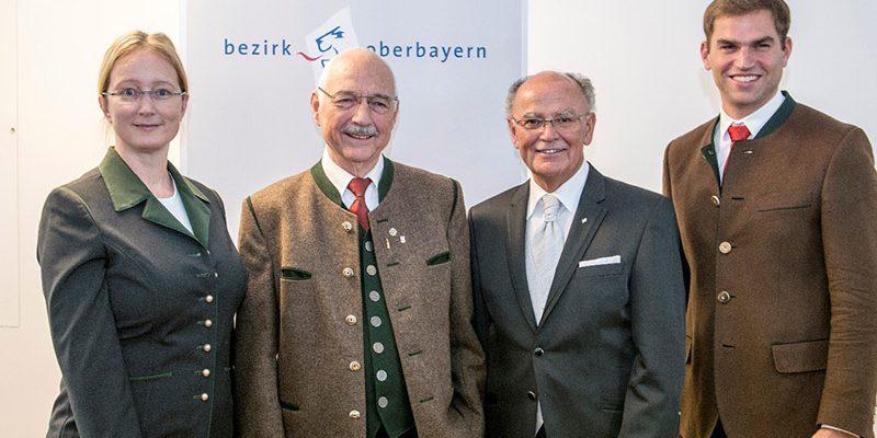 Hans Lederwascher erhielt von Bezirkstagspräsident Josef Mederer (Zweiter v.r.) die Bezirksmedaille verliehen. Auch Bezirksrätin Karin Hobmeier sowie Kirchheims Erster Bürgermeister Maximilian Böltl gratulierten.