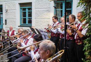 Musikgenuss vom Feinsten: Mit einem Sommerkonzert feiert die Hausner Big Band ihr 30-jähriges Bestehen.
