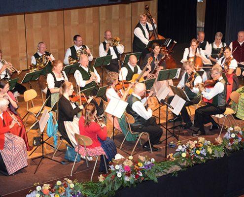 Volksmusik zum Cäcilientag: Vielen Dank an Hans Lederwascher für sein Engagement seit 30 Jahren.