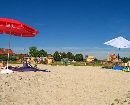 Summerfeeling-Beach: Das Motto beim Aktivspielplatz auf der JUZ-Wiese passt zu warmen Sommerferientagen.
