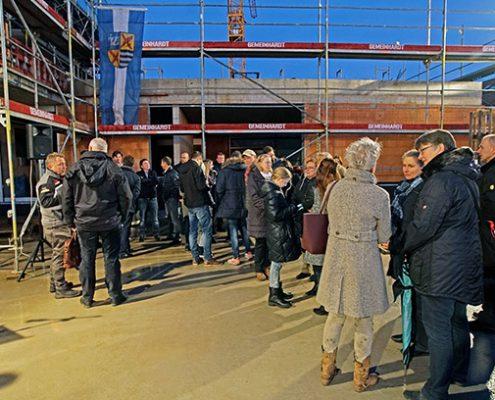 Spatenstich im Mai, Richtfest im November: Der Bau von bezahlbaren Wohnungen in Kirchheim schreitet voran.