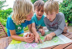 Da geht's lang: Der neue Ortsplan für Kinder und Jugendliche weist Kirchheimer Kids den Weg.