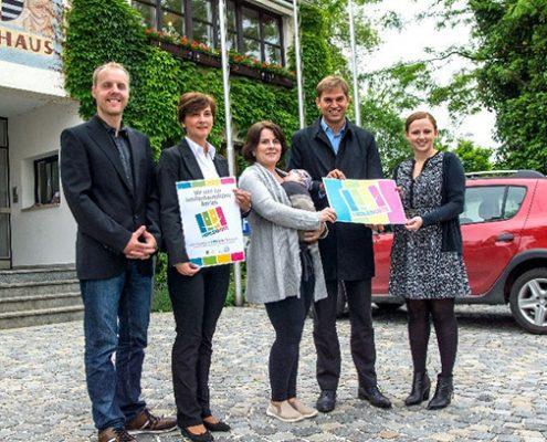 Kauft vor Ort: Die Familienkarte mit ihren vielen Angeboten ist ein weiterer Baustein der Familiengemeinde Kirchheim.