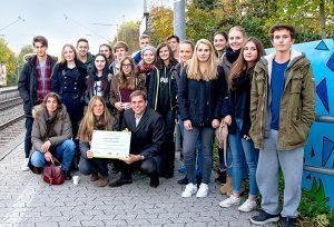 Kunstprojekt: Schüler des Gymnasiums Kirchheim verwandeln eine graue Schallschutzwand in einen bunten Hingucker.
