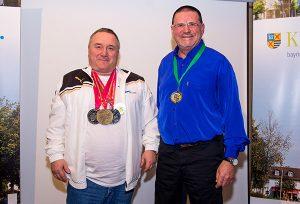 Goldsprung: Gerhard Bayer (l.), Weltmeister der Masters im Turmspringen mit viel Applaus bei der Sportlerehrung.
