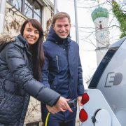 Sonja Forstner und Erster Bürgermeister Maximilian Böltl setzen 2017 auf umweltfreundliche Mobilität. Foto: Claudia Topel