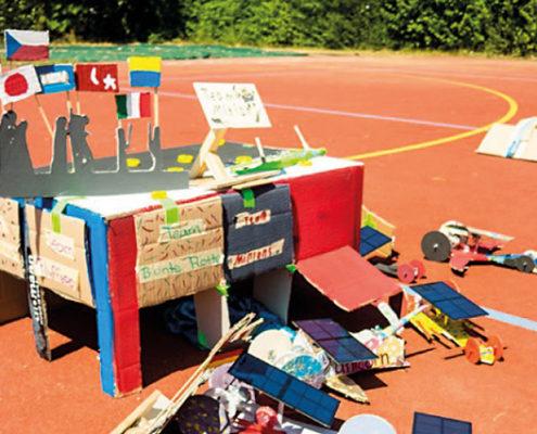 Pack die Sonne in den Tank: Bei der Autorallye am Sommerfest zeigten die Schüler der Mittelschule, dass Solarfahrzeuge richtig schnell sein können.