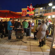 Zusammenkommen und Verweilen: Der Kathreinmarkt in Heimstetten sorgt stets für gemütliche Adventsstimmung. Weihnachtlich wird's beim Christkindlmarkt in Kirchheim am 9. und 10. Dezember.