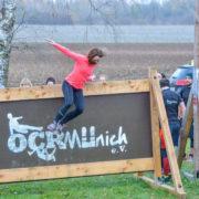 Hindernisse sind zum Überwinden da: Bei einem offenen Probetraining stellten die Extremhindernisläufer des OCR Munich ihr Gelände am Heimstettener Moosweg vor.