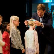 Medaillen für sportliche Erfolge: Kirchheims Erster Bürgermeister Maximilian Böltl zeichnete bei der Sportlerehrung insgesamt 274 Athleten aus