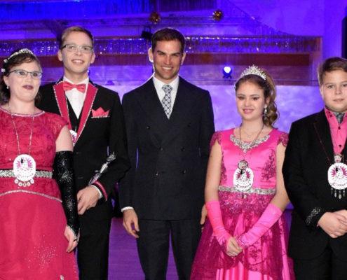 Prinzenpaar mit Bürgermeister: Sebastian II. und Irene I. sowie Felix I. und Jenni I. wünschen zusammen mit Maximilian Böltl eine schwungvolle Faschingszeit.