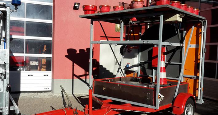Die Gemeinde Kirchheim b. München verkauft einen Anhänger der Freiwilligen Feuerwehr