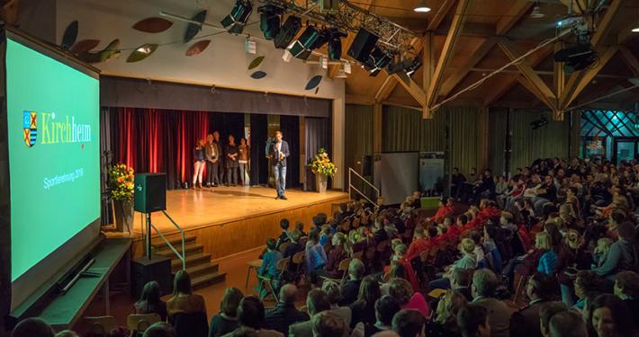 Über 300 Sportler und Gäste bei der diesjährigen Sportlerehrung im Gymnasium Kirchheim. Foto: Claudia Topel