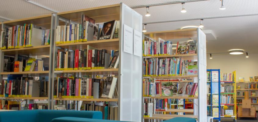 Hell, modern und einladend: In der Gemeindebücherei am Schlehenring finden Lesebegeisterte