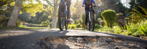 Melden Sie Schäden an Radwegen