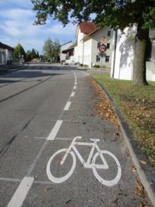 Schutzstreifen für Fahrradfahrer in der Feldkirchener Straße