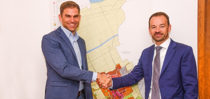 Neuer Betreiber des Stromnetzes: Erster Bürgermeister Maximilian Böltl und Geschäftsführer RNM und SWM Infrastruktur Stefan Dworschak setzten auf eine gute Kooperation.