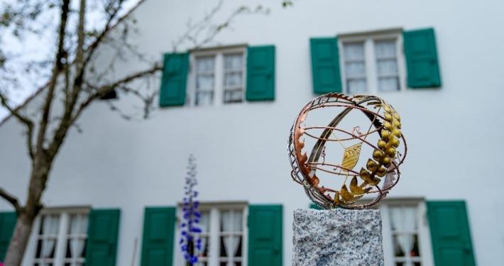 Kunst im öffentlichen Raum: Hier am Meilerhaus, von Roman Hummitzsch