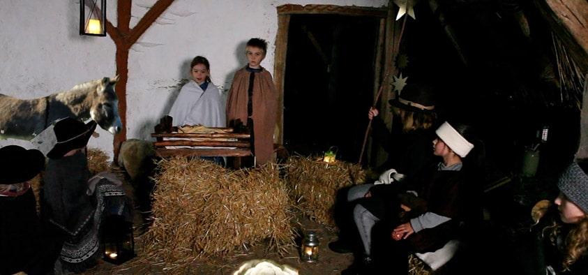 Krippenspiel 2020: Unter der Regie von Monika List stellten 15 Kindern im Alter von zwei bis zwölf Jahren die Geschichte der Heiligen Nacht nach.