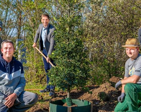Foto: Pflanzaktion zum Tag des Baumes 2021